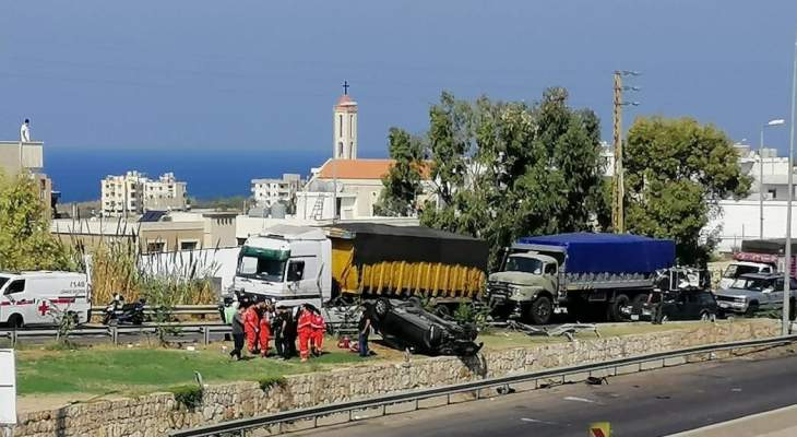 النشرة: وقوع جرحى نتيجة حادث سير على أوتوستراد السعديات وانقلاب سيارة