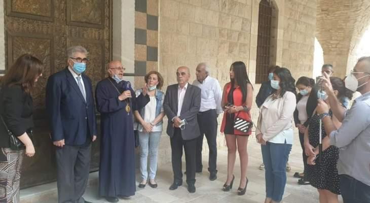 إعلاميو زحلة جالوا في ارجاء المتحف البيزنطي وحديقة الأساقفة ومكتبة سيدة النجاة