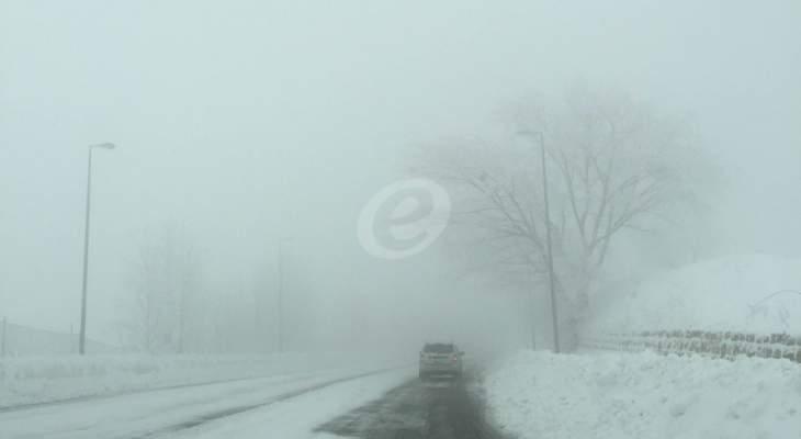 طريق ضهر البيدر مقطوعة امام جميع المركبات بسبب تراكم الثلوج