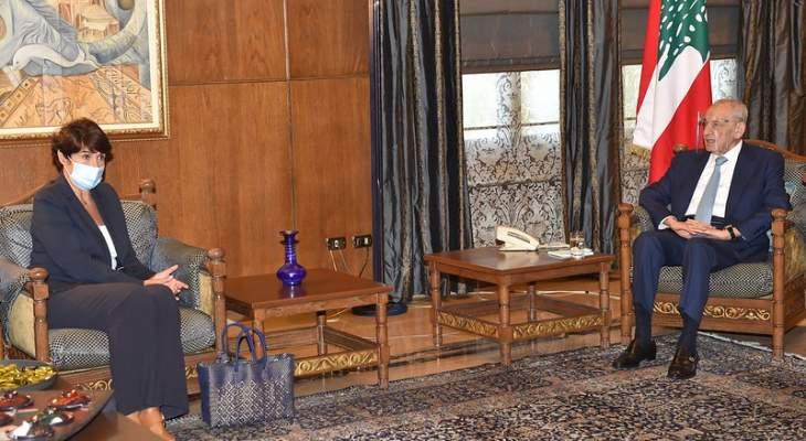بري عرض الاوضاع العامة مع السفيرة الفرنسية وتلقى برقيات