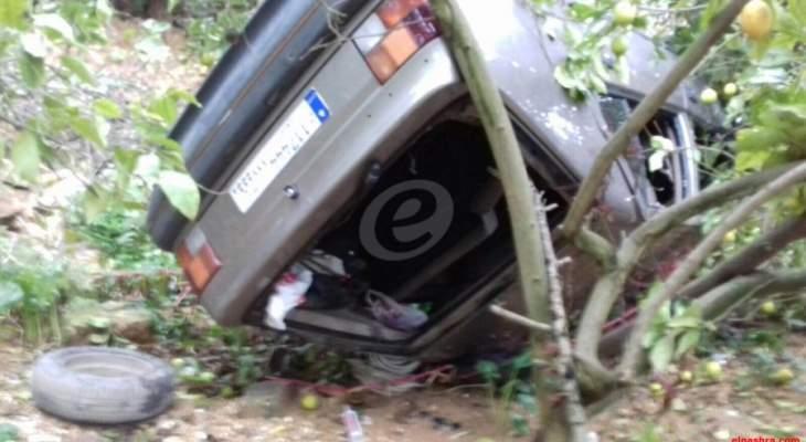 قتيل وجريحة بتدهور سيارة في أدما كسروان