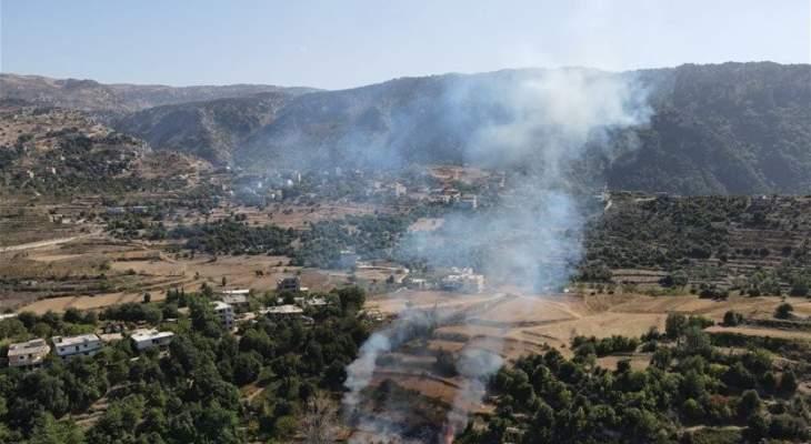 حريق في حرف الصنوبر في اعالي عكار والاهالي يناشدون المعنيين التدخل