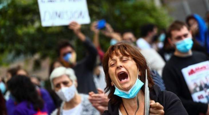 تظاهرات في مدريد احتجاجاً على إجراءات الحكومة لاحتواء كورونا