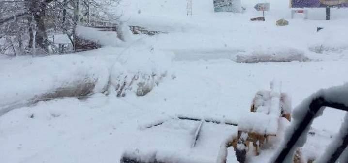 الدفاع المدني: العمل على إزالة الثلوج على طريقي فقرا-عيون السيمان وفاريا-حراجل-ميروبا