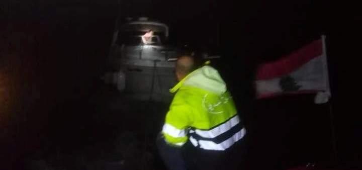 الدفاع المدني: سحب يخت على متنه 5 أشخاص إلى ميناء الجية بعد تعطل محركه