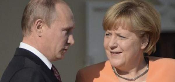 الكرملين: بوتين بحث مع ميركل الوضع في سوريا وتشكيل اللجنة الدستورية