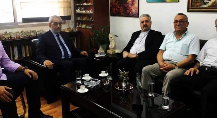 بقرادونيان بحث مع وفد جمعية أصدقاء الجامعة اللبنانية أوضاع الجامعة الادارية والتعليمية