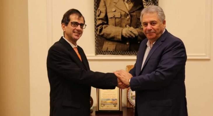 دبور يستقبل سفير الباراغواي فيسيوزو
