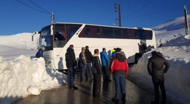 قوى الأمن: نقل حافلة تعطلت في قناة باكيش إلى بسكنتا