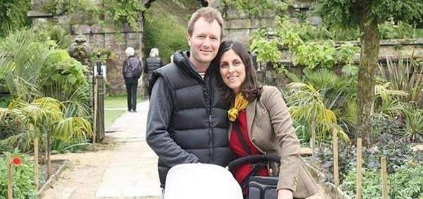 زوج البريطانية المسجونة في إيران طالب بمعرفة سبب تأجيل الإفراج عن زوجته