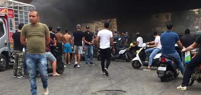التحكم المروري:قطع طريق دوار سلطان ابراهيم الجناح احتجاجاً على ازالة المخالفات