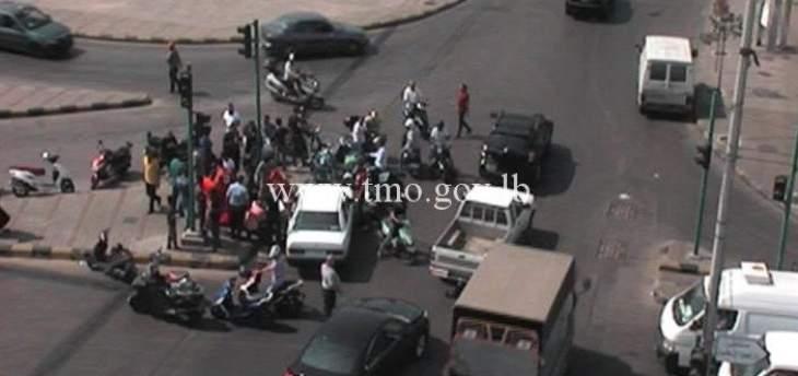 جريح نتيجة تصادم بين سيارة ودراجة نارية على تقاطع غانا الاسد المدينة الرياضية