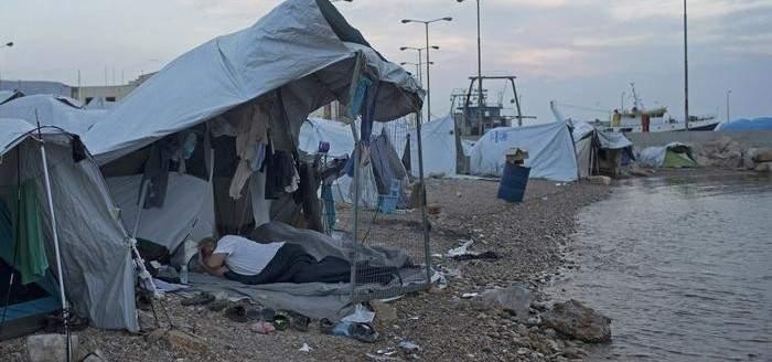 التايمز: اللاجئون معزولون في مخيمات اليونان القذرة
