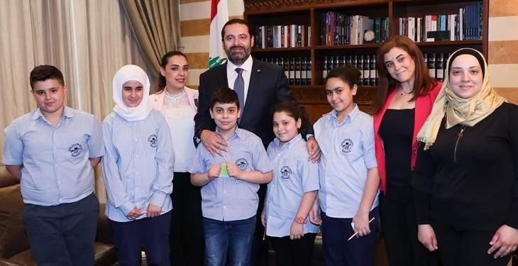 الحريري التقى وفدا من ابتدائية عائشة أم المؤمنين