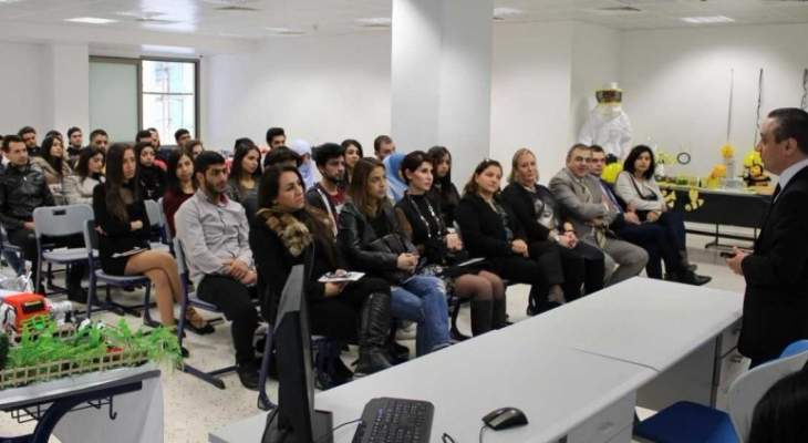 تنظيم معرض بعنوان من المصنع الى المستهلك بالجامعة اللبنانيّة الكنديّة