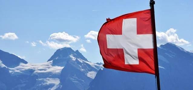 عشرات آلاف النساء يتظاهرن في سويسرا للمطالبة بالمساواة في الأجور
