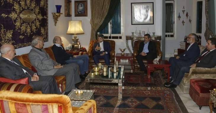 جنبلاط التقى السفير الإيراني في لبنان وعرض معه لأبرز التطورات السياسة