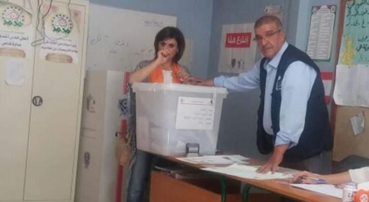 المرشحة غادة عساف أدلت بصوتها في متوسطة تمنين الفوقا الرسمية