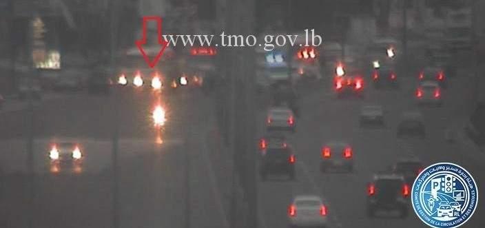 جريح نتيجة تصادم بين سيارتين على اوتوستراد الضبية