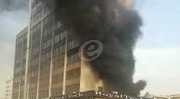 النشرة: حريق مزود للطاقة UPS وعدد من البطاريات المتصلة في الدورة