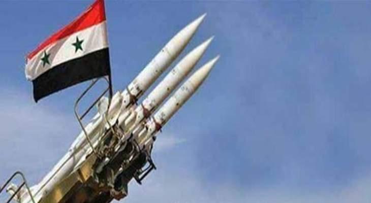النشرة: الدفاعات الجوية في مطار حميميم العسكري تتصدى لهجوم بطائرات مسيرة
