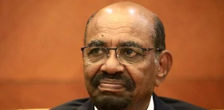 اقتياد الرئيس المخلوع عمر البشير إلى نيابة مكافحة الفساد في السودان