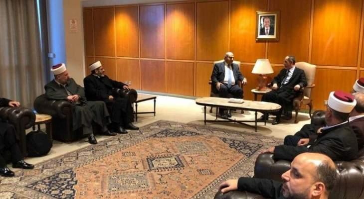الشيخ محمد عصفور غادر الى استراليا على رأس وفد من المشايخ العلويين
