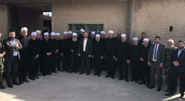 وفد من قيادة الديمقراطي ومن المشايخ زار بلدة حضر السورية