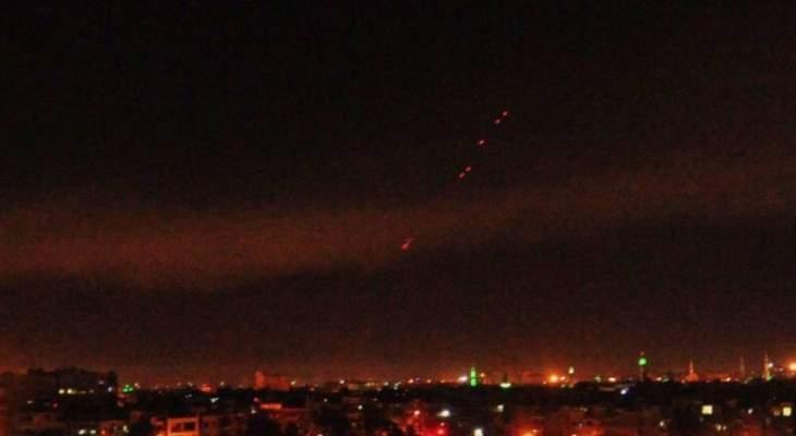 الدفاعات الجوية السورية تستهدف أجساما مضيئة قادمة من اسرائيل وتسقط عددا منها