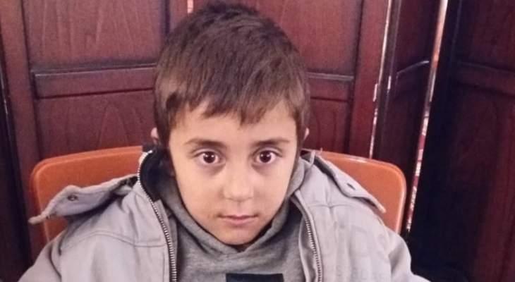 النشرة: العثور على طفل عند مفرق دير زنون يجهل مكان سكنه