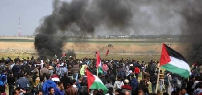 رشق موكب السفير القطري في غزة بالحجارة