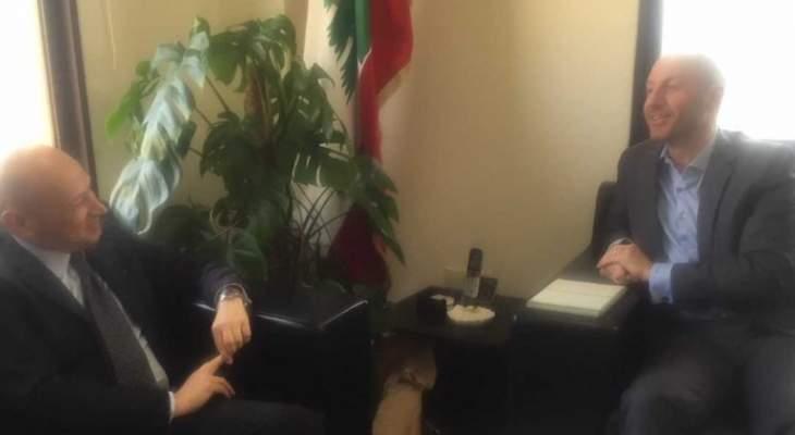 وزير البيئة التقى السفير الايطالي واستعرض معه المشاريع البيئة الايطالية