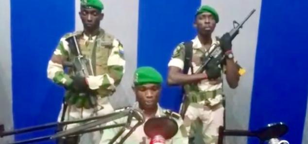 توقيف قائد المجموعة الانقلابية في الغابون ومقتل اثنين من أعضائها