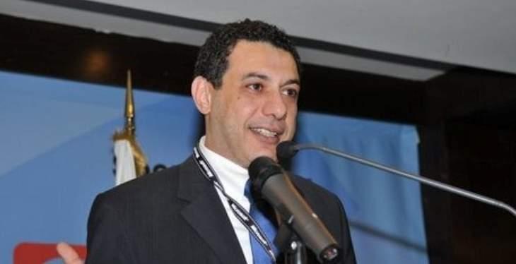 نزار زكا يتمنى على المرشحين الكف عن نزع ملصقاته الانتخابية