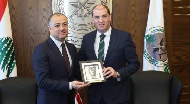 بو صعب التقى نظيره الإيرلندي: لبنان لم يعد يتحمل عبء النازحين