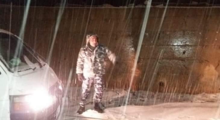 النشرة: الثلوج تتسبب بقطع الطرقات وعدة حوادث سير في شبعا