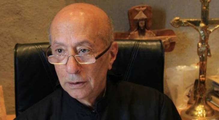 الاب لويس مطر تحدث عن عدد من حالات الشفاء التي حصلت عند قبر القديس شربل