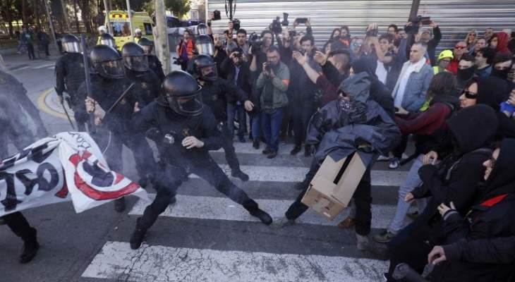 اشتباكات بين الشرطة الإسبانية ومؤيدي انفصال كتالونيا في برشلونة