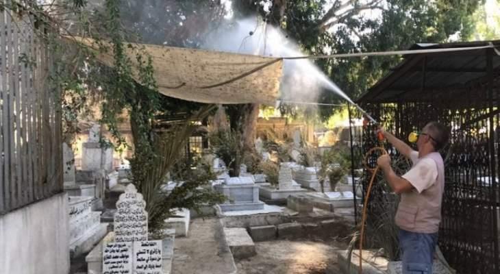 اللواء خير أشرف على عملية رش مناطق في طرابلس بالمبيدات