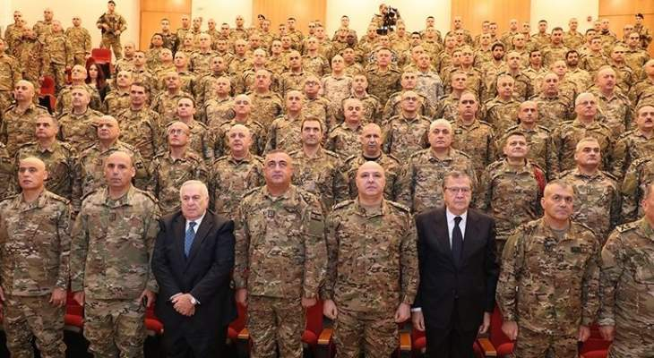 قائد الجيش افتتح قاعة محاضرات في كلية القيادة والأركان