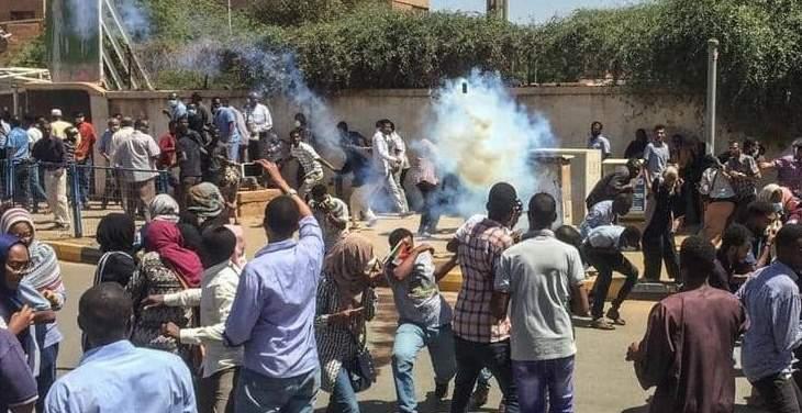 قوات أمنية سودانية تدخل ميدان الاعتصام بالخرطوم وسقوط اصابات بإطلاق نار