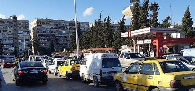 النشرة: تفاقم أزمة البنزين بسوريا وسط ازدحام خانق على محطات الوقود