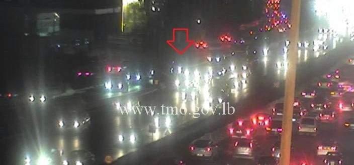 اصطدام سيارة بالفاصل الوسطي على اوتوستراد جلالديب المسلك الغربي