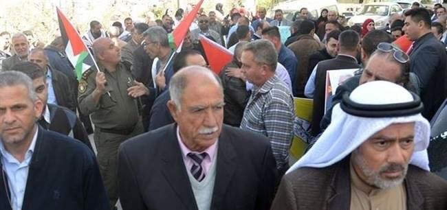 حركة فتح تنظم وقفة إحتجاجية رداً على محاولة إغتيال رئيس وزراء فلسطين