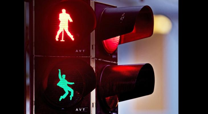 بلدة ألمانية تضع صور إلفيس بريسلي على إشارات المرور