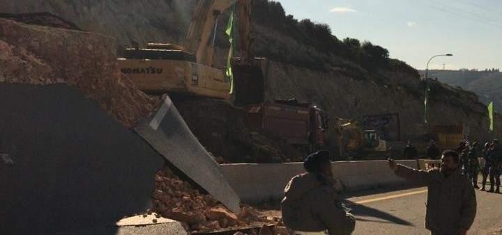 النشرة: بدء معالجة إنهيار الطريق العام في منطقة الواسطة- برج رحال