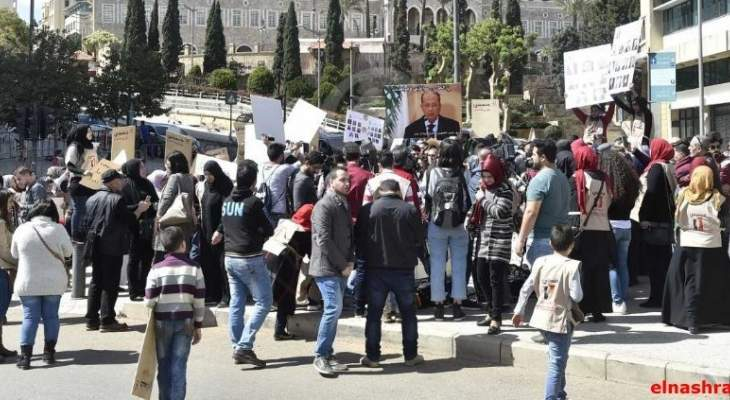 إعتصام لرابطة الاساتذة المتقاعدين في ساحة رياض الصلح