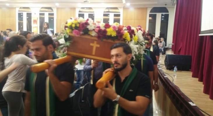 رعية مار فرنسيس وكنيسة القديسة مريم في دبي أحيتا رتبة دفن المسيح