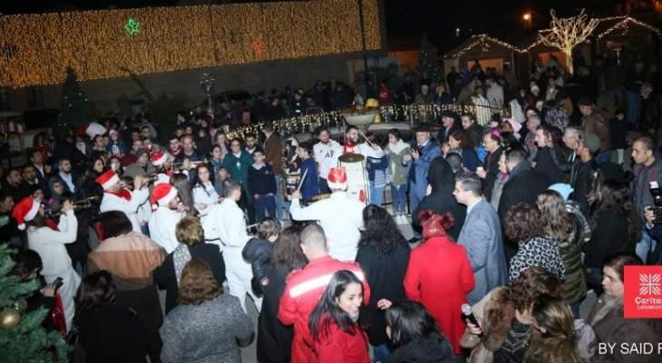 السفيران الألماني والبابوي افتتحا مع كاريتاس القرية الميلادية في دير القمر