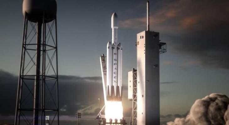 اطلاق أقوى صاروخ في العالم يحمل سيارة الى الفضاء